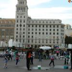 Skrzyżowanie z Passeig de Gracia i fontanna